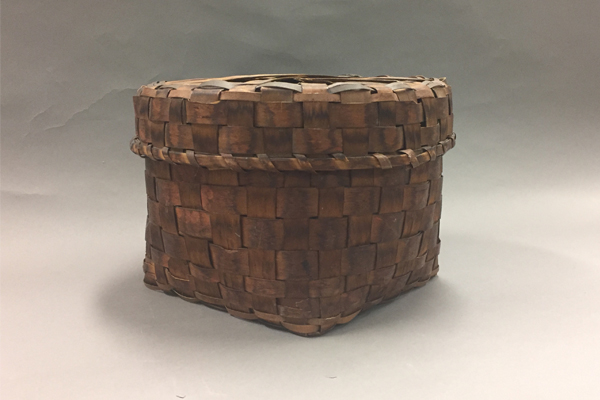 Large basket with lid on